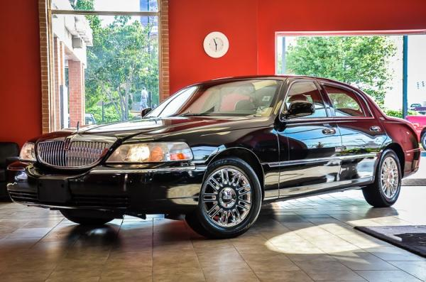 Used 2007 Lincoln Town Car Signature Limited for sale Sold at Gravity Autos in Roswell GA 30076 3