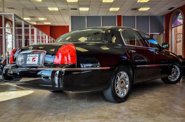 Used 2007 Lincoln Town Car Signature Limited for sale Sold at Gravity Autos in Roswell GA 30076 4