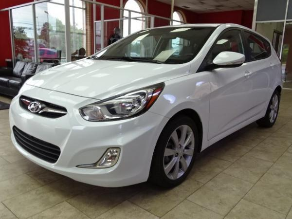 Used 2013 Hyundai Accent SE for sale Sold at Gravity Autos in Roswell GA 30076 3