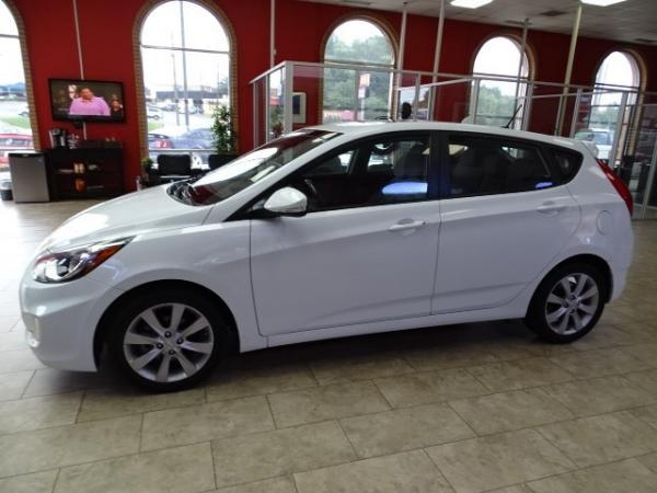 Used 2013 Hyundai Accent SE for sale Sold at Gravity Autos in Roswell GA 30076 4
