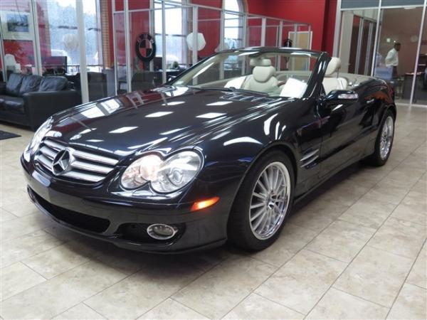 Used 2008 Mercedes-Benz SL-Class V8 for sale Sold at Gravity Autos in Roswell GA 30076 3