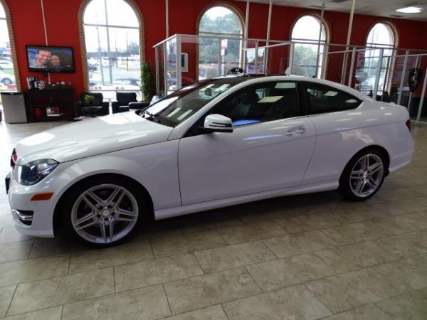 Used 2011 Jaguar XF for sale Sold at Gravity Autos in Roswell GA 30076 4