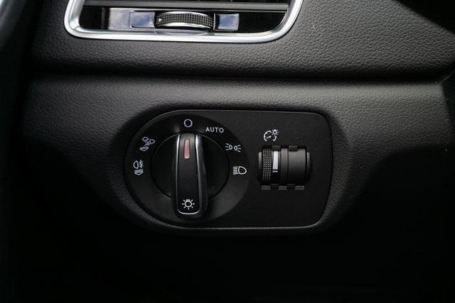 Used 2018 Audi Q3 2.0T Premium for sale $26,995 at Gravity Autos Atlanta in Chamblee GA 30341 14