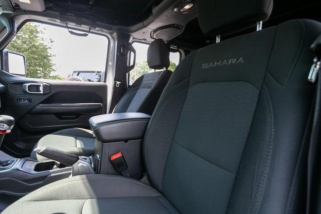 Used 2018 Jeep Wrangler Unlimited Sahara for sale $44,495 at Gravity Autos Atlanta in Chamblee GA 30341 28