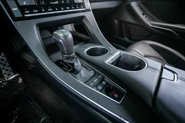 Used 2019 Toyota Avalon Hybrid XSE for sale $28,995 at Gravity Autos Atlanta in Chamblee GA 30341 18