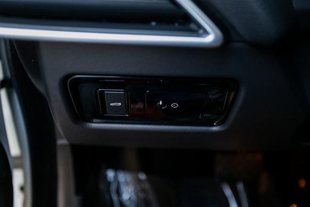 Used 2018 Jaguar XE 25t for sale $27,595 at Gravity Autos Atlanta in Chamblee GA 30341 15