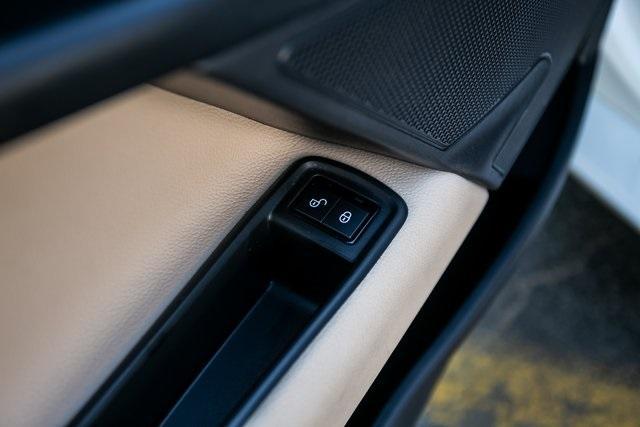 Used 2018 Jaguar XE 25t for sale $27,595 at Gravity Autos Atlanta in Chamblee GA 30341 27