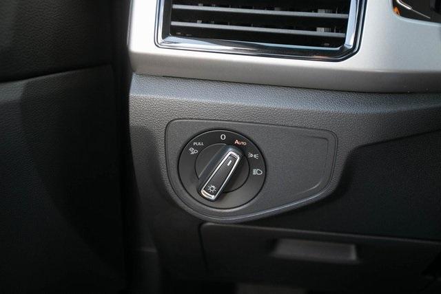 Used 2020 Volkswagen Atlas Cross Sport 3.6L V6 SEL for sale $43,495 at Gravity Autos Atlanta in Chamblee GA 30341 13