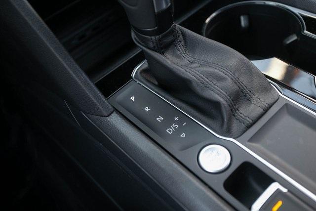 Used 2020 Volkswagen Atlas Cross Sport 3.6L V6 SEL for sale $43,495 at Gravity Autos Atlanta in Chamblee GA 30341 17