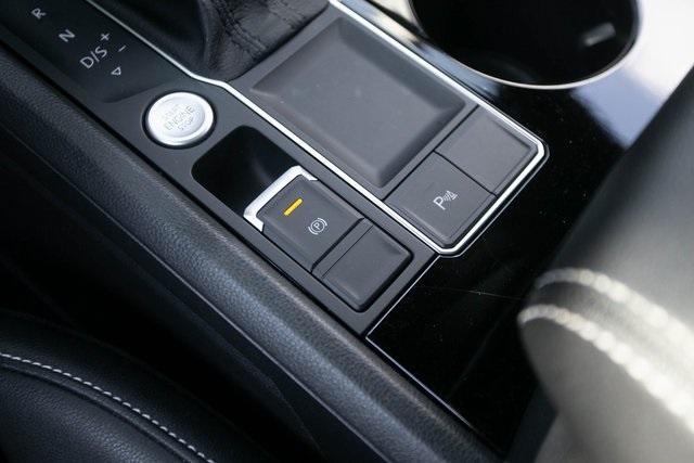 Used 2020 Volkswagen Atlas Cross Sport 3.6L V6 SEL for sale $43,495 at Gravity Autos Atlanta in Chamblee GA 30341 18
