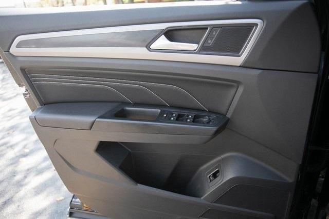 Used 2020 Volkswagen Atlas Cross Sport 3.6L V6 SEL for sale $43,495 at Gravity Autos Atlanta in Chamblee GA 30341 24
