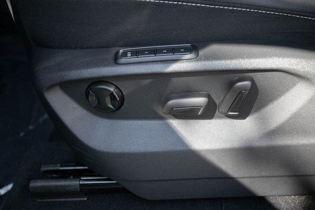 Used 2020 Volkswagen Atlas Cross Sport 3.6L V6 SEL for sale $43,495 at Gravity Autos Atlanta in Chamblee GA 30341 31