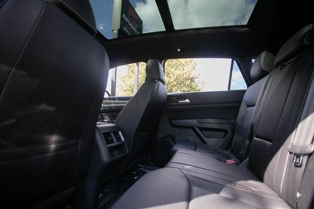 Used 2020 Volkswagen Atlas Cross Sport 3.6L V6 SEL for sale $43,495 at Gravity Autos Atlanta in Chamblee GA 30341 32
