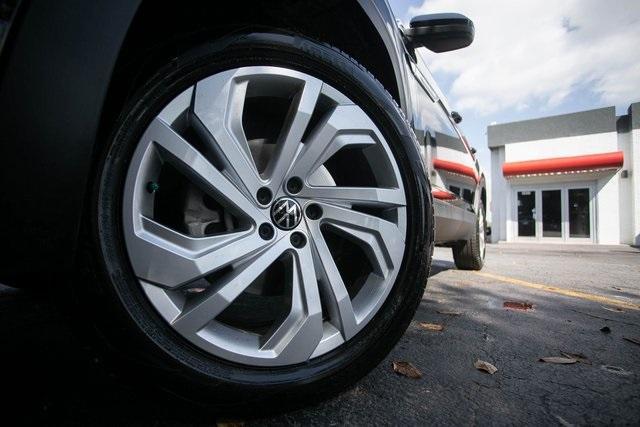 Used 2020 Volkswagen Atlas Cross Sport 3.6L V6 SEL for sale $43,495 at Gravity Autos Atlanta in Chamblee GA 30341 47