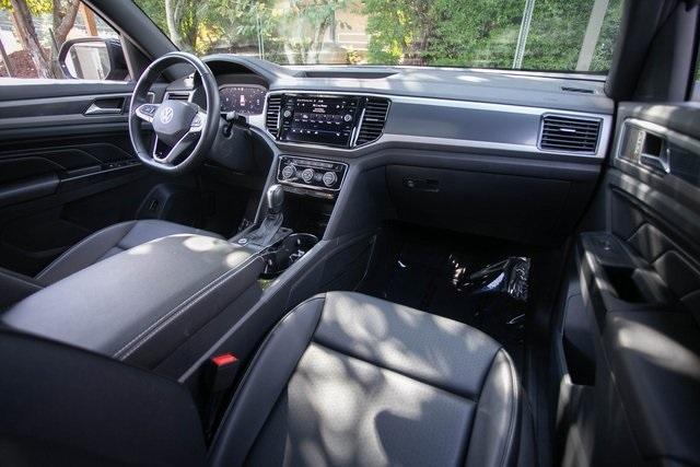 Used 2020 Volkswagen Atlas Cross Sport 3.6L V6 SEL for sale $43,495 at Gravity Autos Atlanta in Chamblee GA 30341 6