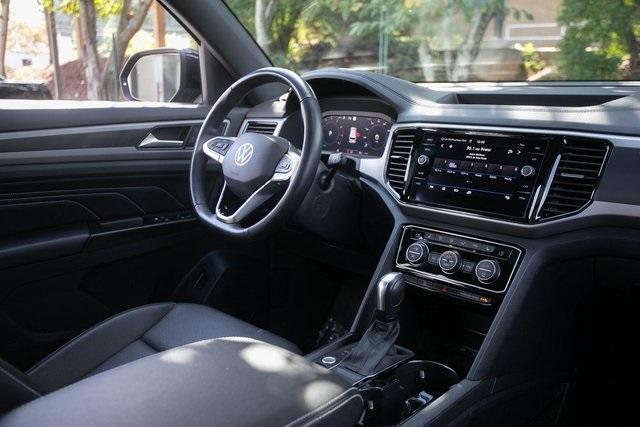 Used 2020 Volkswagen Atlas Cross Sport 3.6L V6 SEL for sale $43,495 at Gravity Autos Atlanta in Chamblee GA 30341 7
