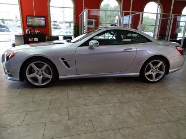 Used 2014 Mercedes-Benz SL-Class SL550 for sale Sold at Gravity Autos in Roswell GA 30076 4