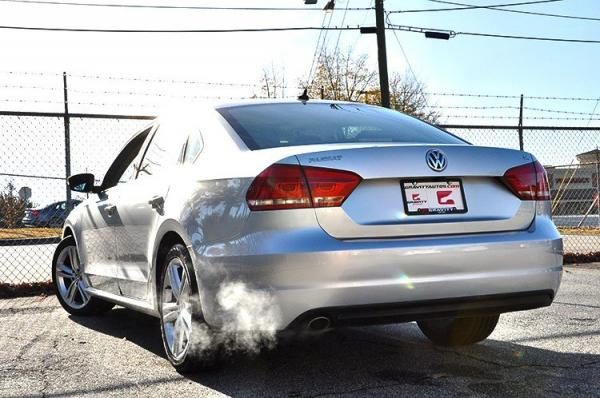 Used 2014 Volkswagen Passat SE w/Snrf/Nav for sale Sold at Gravity Autos in Roswell GA 30076 4