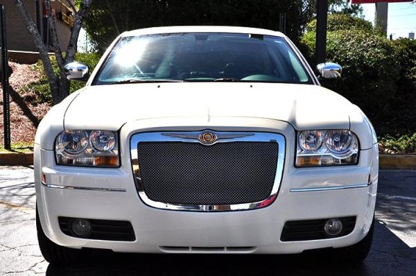 Used 2010 Chrysler 300 Touring Signature for sale Sold at Gravity Autos in Roswell GA 30076 3