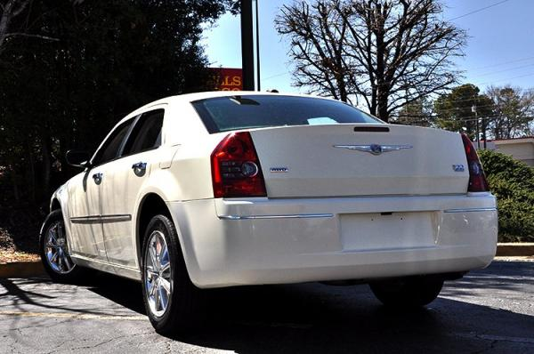 Used 2010 Chrysler 300 Touring Signature for sale Sold at Gravity Autos in Roswell GA 30076 4